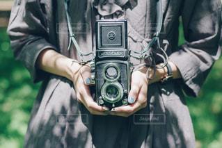 カメラを持って男の写真・画像素材[1238667]