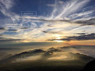 空には雲のグループの写真・画像素材[770031]