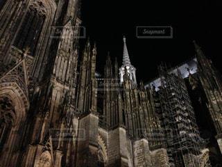 近くに教会のアップの写真・画像素材[792173]