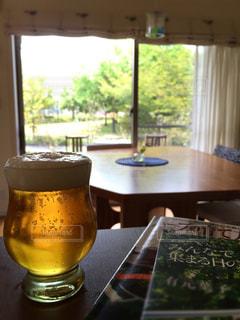 リビング,ビール,休日,窓の景色