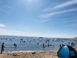ビーチの人々 のグループの写真・画像素材[1321275]