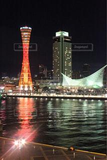 水の体の上の橋の写真・画像素材[1396346]