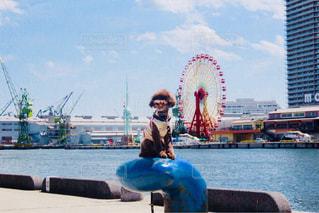 水の体のボートに座っている人の写真・画像素材[1399546]