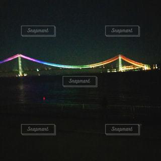 水の体の上の橋の写真・画像素材[1681251]