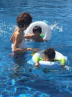 夏,プール,浮き輪,ママと子供