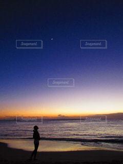 沈む夕日とハワイの空の写真・画像素材[1686060]