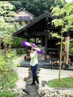 傘,水,女,長靴,和傘,雫,紫色,雨の日