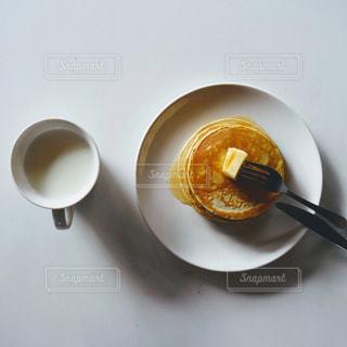 フォーク、コーヒー カップとプレート - No.1039961