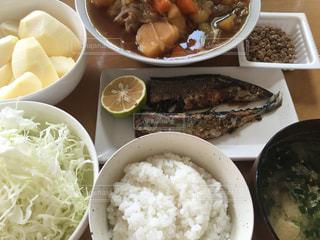 秋刀魚と肉じゃがの写真・画像素材[799968]