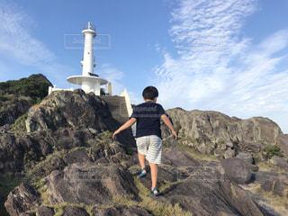 自然,後ろ姿,岩,人,後姿,灯台,石,男の子