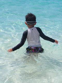海,夏,綺麗,後ろ姿,後姿,夏休み,少年,男の子,透き通る