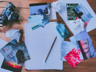 テーブル上の項目のグループの写真・画像素材[2092936]