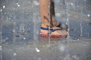 夏,水,水滴,噴水,水玉,ビーチサンダル,雫,水遊び,しずく