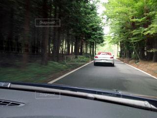 道路上の車の写真・画像素材[1163863]