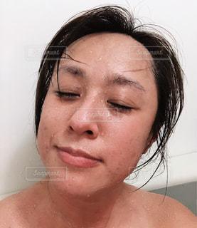女性,自撮り,人,顔,お風呂,鼻,口,汗,すっぴん,肌,40代,まつ毛,入浴中