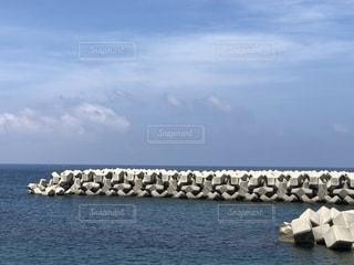 真夏の日本海の写真・画像素材[2372875]