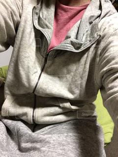 ルームウエアを着ている人の写真・画像素材[3367367]