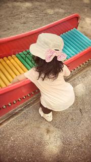 帽子をかぶった小さな女の子の写真・画像素材[712821]