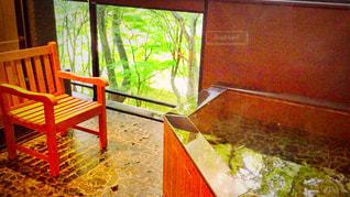 客室露天風呂で緑を見ながらゆったり休憩の写真・画像素材[780512]