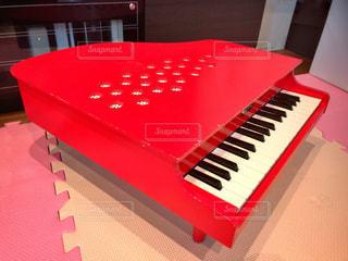初めてのピアノの写真・画像素材[819709]