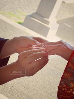 婚約指輪で指輪交換の写真・画像素材[824605]