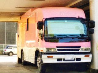 ピンクの車の写真・画像素材[873558]