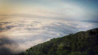 眼下に広がる雲海の写真・画像素材[915305]