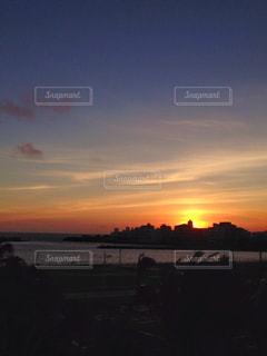 夕日とシルエットの写真・画像素材[927050]