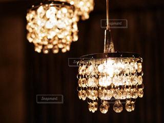キラキラ光るシャンデリアの写真・画像素材[935671]