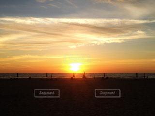 海に沈む夕日の写真・画像素材[983036]