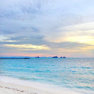 自然,風景,海,空,ビーチリゾート,ビーチ,雲,青,砂浜,波打ち際,波,海岸,夕方,アジア,桟橋,タイ,黄昏,リゾート,サンセット,離島,サムイ島,サンセットビーチ,タリンガム