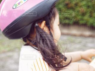 くせ毛の女の子の写真・画像素材[1166164]