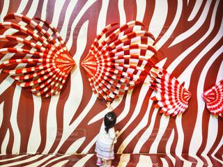 赤×白のウォールアートの写真・画像素材[1260928]