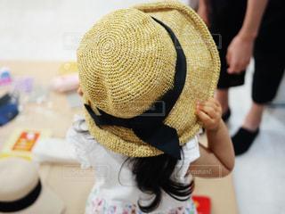 麦わら帽子で暑さ対策!の写真・画像素材[1326134]