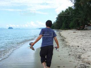 ビーチに立っている人の写真・画像素材[1397276]