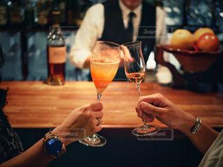 バーで乾杯の写真・画像素材[1637546]