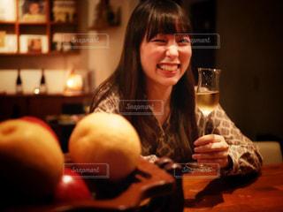 ワイングラスを持つ女性の写真・画像素材[1639347]