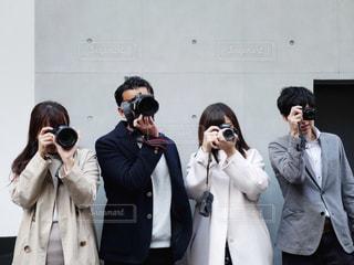 観衆の前で立っている人のグループの写真・画像素材[1829425]