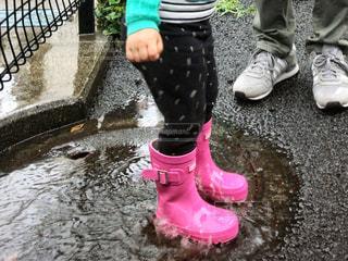 ピンクの長靴の写真・画像素材[2211432]