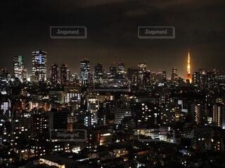 高層階から東京タワーを眺めての写真・画像素材[4071462]