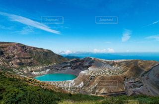 背景の山と水体の写真・画像素材[1409595]