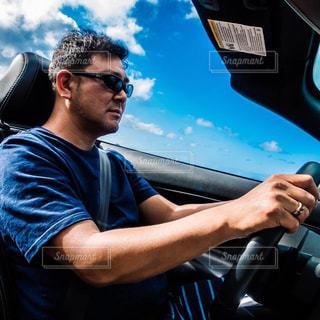 ハワイでオープンカーの写真・画像素材[2117542]