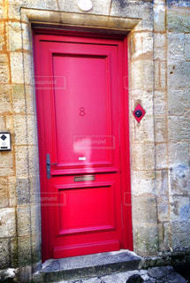 赤、玄関、石畳、ヨーロッパ、フランスの写真・画像素材[649270]