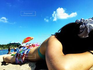 海,夏,ビーチ,青空,水着,日焼け,女の子,ポニーテール,白浜