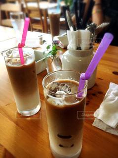 テーブルの上のコーヒー カップの写真・画像素材[768707]