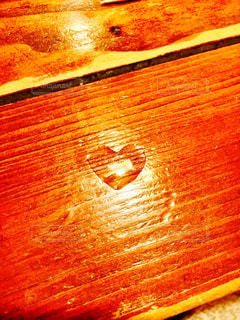 近くの木製のテーブルの写真・画像素材[1124937]