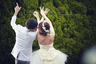 LOVE,カップル,屋外,結婚式,人物,ウェディングフォト,ハンドサイン,ラブサイン