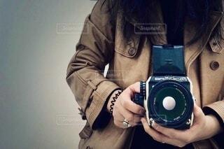 カメラを持っている人の写真・画像素材[3711311]