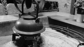 近くのテーブルの上にボウルをの写真・画像素材[813297]