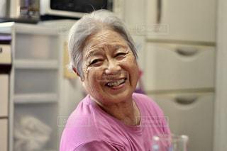 笑うおばあちゃんの写真・画像素材[721316]